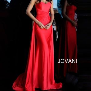 NWOT Red Jovani size 4 with overskirt